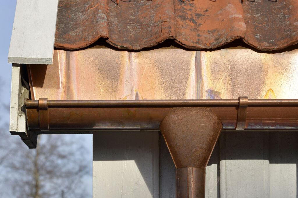 Blikkenslagerarbeider tak og fasade
